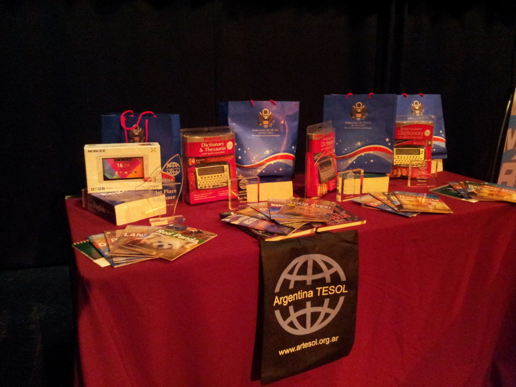 Prizes courtesy of Cultural Affairs Office, US Embassy; Argentina TESOL (ARTESOL), and National Geographic Learning-Cengage Learning